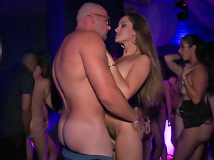 Great attractive American vixen gets banged brutal at the party