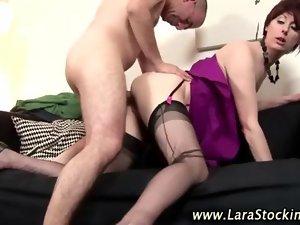 Attractive mature brit cougar banging amateur 2