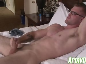 Tempting blonde Army Hunk Bashes his Meat