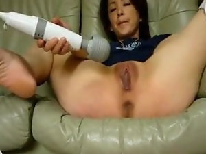 Asian masturbates with fucktoy and squirts 4