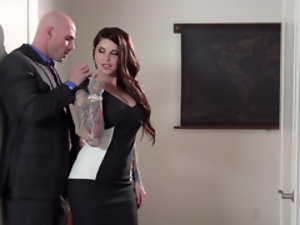 Bald porn actor gets sucked off by a brunette