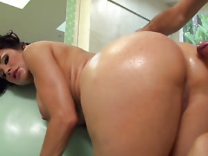 Superb MILF Sheila Marie is in seventh heaven because of anal