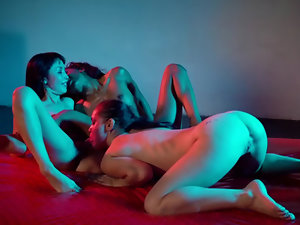 Three lesbians arrange interracial threesome on red daybed