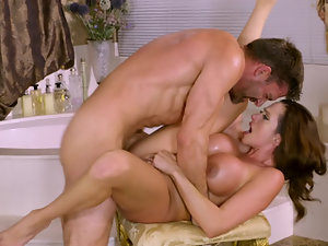 Fucking before bathtime with a big breasted cougar